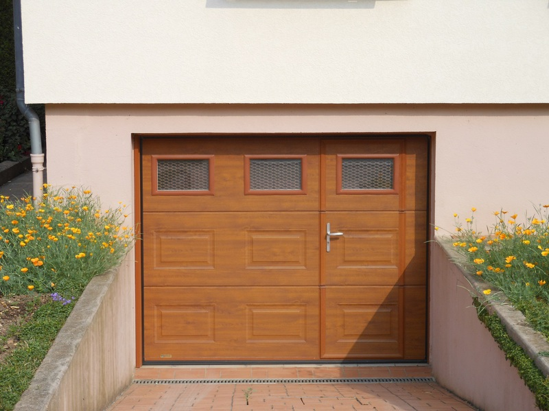 Porte sectionnelle garage avec portillon for Porte de garage sectionnelle 220 x 200