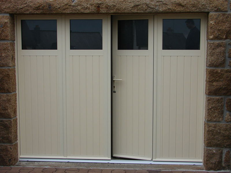 Portes de garage sectionnelles laterales et battantes prestige fermetures for Porte de garage battant alu