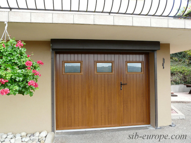 Portes de garage sectionnelles laterales et battantes for Porte de garage en pvc coulissante