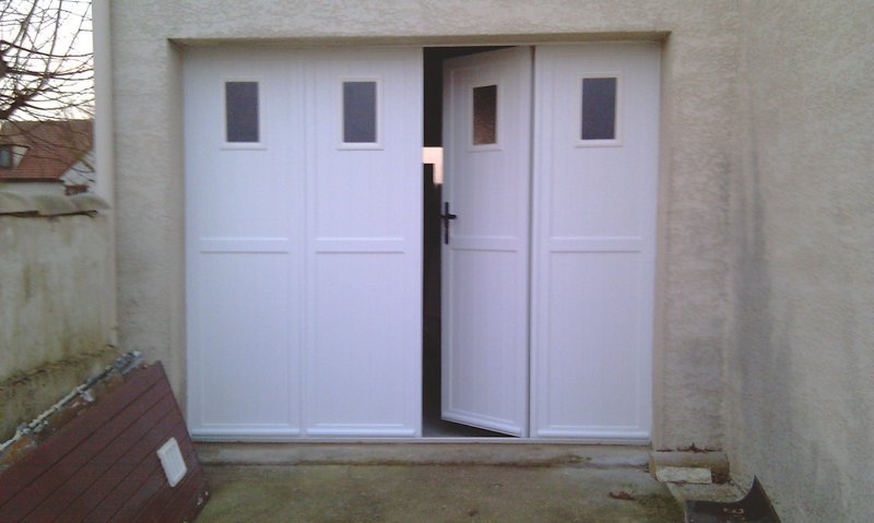 Portes de garage sectionnelles laterales et battantes for Porte de garage aluminium 4 vantaux