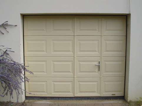 PORTES DE GARAGE SECTIONNELLES LATERALES ET BATTANTES Prestige - Porte de garage sectionnelle avec porte extensible pvc
